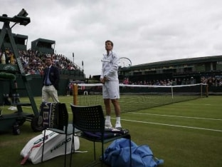 Tomas Berdych Blasts Wimbledon Duelling in The Dusk