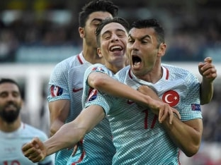 Euro 2016: Turkey Stun Czech Republic to Revive Hopes