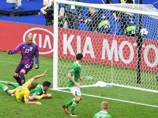 Euro 2016: Republic of Ireland Defender Ciaran Clarks Own Goal Helps Sweden Draw 1-1