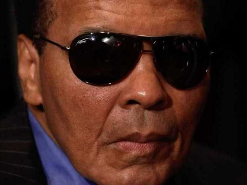 French Open Spectators Pay Tribute to Muhammad Ali