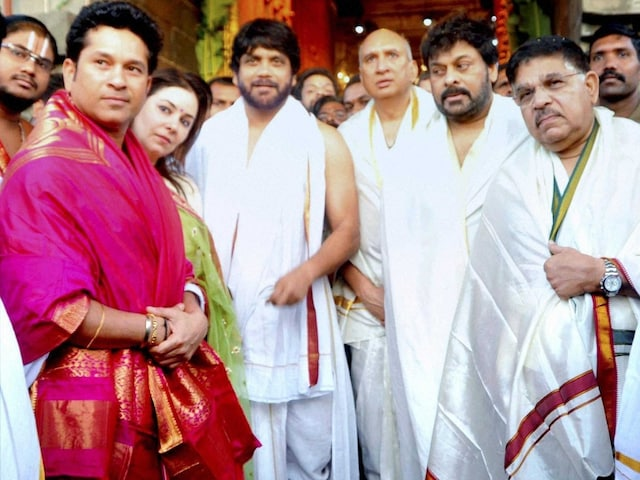 Sachin Tendulkar Worships at Lord Venkateswara Temple In Tirupati