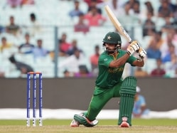 Pakistan Cricket Board to Send Mohammad Hafeez to England For Knee-Injury Treatment