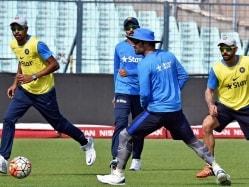 World T20: Mahendra Singh Dhoni Urges Team India to Lift Run Rate Against Bangladesh