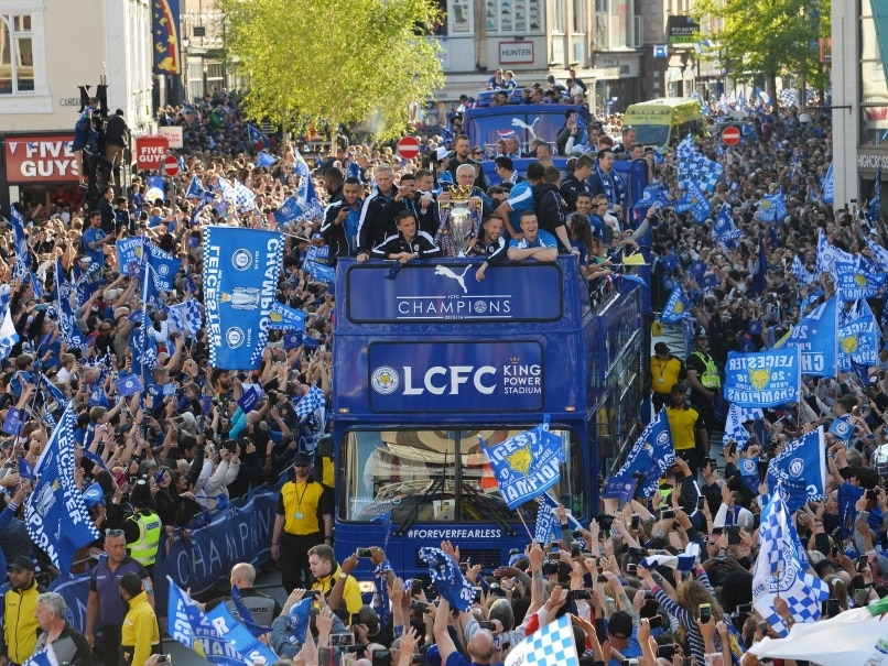 Thousands turn out as leicester city parade premier league - English conference national league table ...