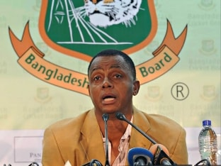 Courtney Walsh Relishes Challenge as Bangladesh Bowling Coach
