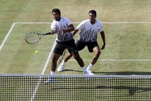 Paes, Bhupathi advance to second round of Rogers Cup