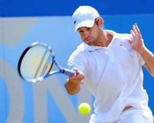 Record-chasing Roddick into semis at Queen's