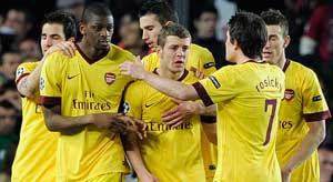 Arsenal look for cup salvation against Man Utd