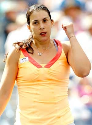 Bartoli in French Open injury scare