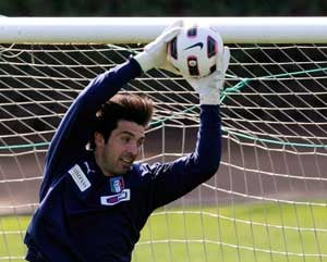 Italy captain Buffon probed for illegal gambling