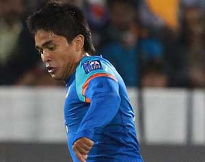SAFF Championship: Sunil Chhetri's injury-time goal helps India hold Bangladesh