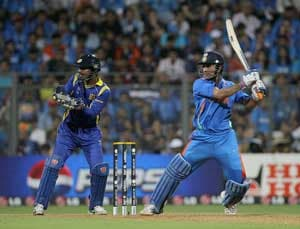 Perfect timing by MS Dhoni