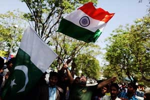 Indians, Pakistanis bond during tense clash