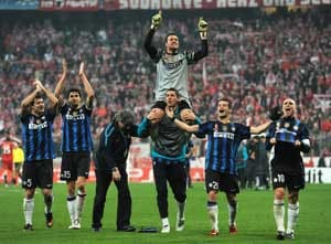 Inter floor Bayern to reach last eight