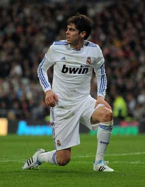 Kaka re-injures knee, out for two weeks