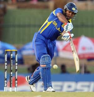 Murali and Sangakkara ease Sri Lanka top