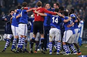 Schalke beat Valencia 3-1 to reach Champions League quarters