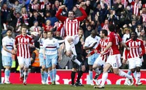 Stoke edge past Hammers to reach semi-finals