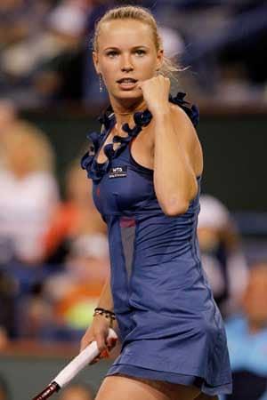 Wozniacki defeats Sharapova to reach final