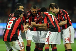 Milan hoping to take decisive title step