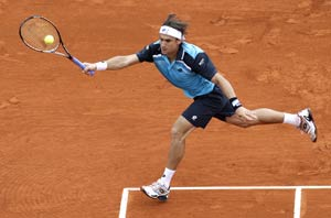 Portugal Open: David Ferrer toughs it out to reach last eight