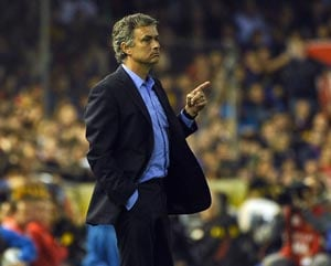 Real Madrid's Mourinho extends contract till 2016