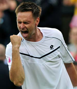 Robin Soderling recovers to beat Hewitt in 5 sets