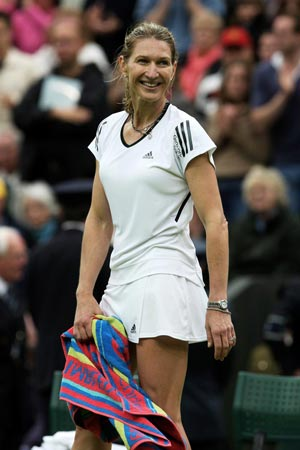 Steffi Graf Keen to Help German Fed Cup Final Team