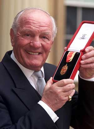 British heavyweight legend Henry Cooper dies aged 76