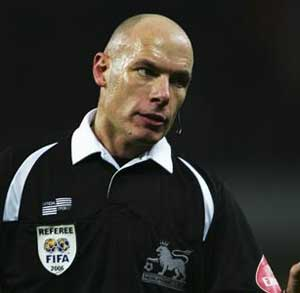 Referee Howard Webb urges players not to fake injury