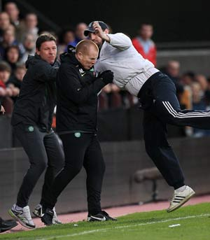 Fan tries to attack Celtic boss Lennon