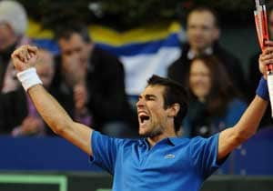 Chardy upsets Melzer to give France early lead