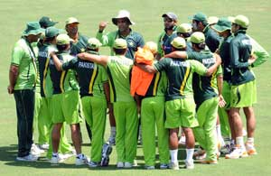 Hair stylist gives grooming tips to budding Pakistan bowlers