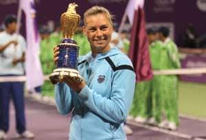 Zvonareva beats Wozniacki in Doha final