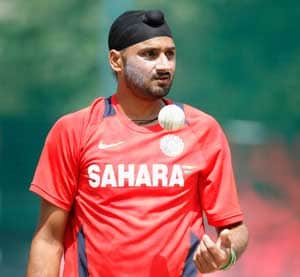 Harbhajan thanks Sachin, Sourav for his success