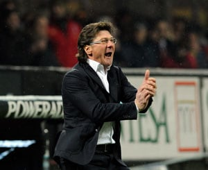 Walter Mazzarri extends Napoli contract for a year