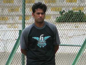 Sacked assistant coach Aaqib Javed could replace Waqar Younis