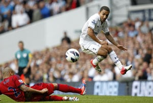 Aaron Lennon signs new deal at Tottenham Hotspur