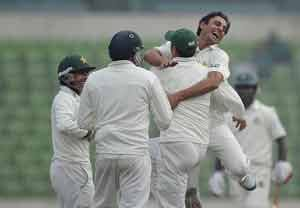 Helpless Bangladesh give up against Pakistan