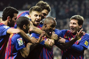 Barcelona take lead with 2-1 win over Real Madrid