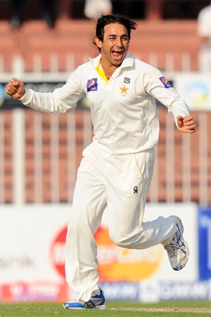 3rd Test: Saeed Ajmal, Abdul Rehman restrict Sri Lanka to 220-5 on Day 1