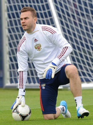 UEFA  Euro 2012: Russia goalkeeper Akinfeev has fluid on knee