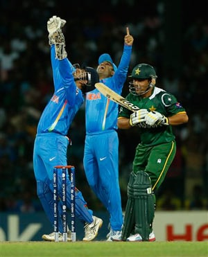 Virat Kohli fashions India win against Pakistan, keeps World T20 hopes alive