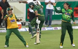 Pakistan beat Australia in super-over to clinch T20 series
