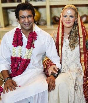Wasim Akram marries Australian girlfriend Shaniera Thompson