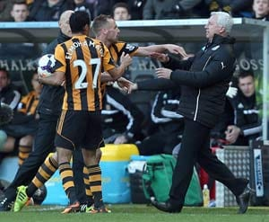 EPL: Newcastle manager Alan Pardew head-butts Hull player