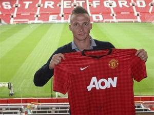 Dutch defender Buttner moves to Manchester United