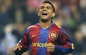 Barcelona defender Dani Alves available against Rayo Vallecano