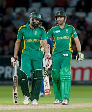 Hashim Amla helps South Africa level series with England