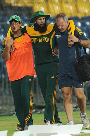Struggling South Africa sweat on Hashim Amla's injury